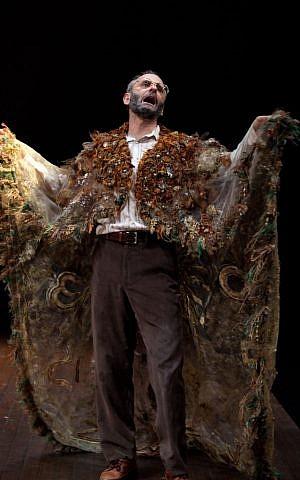 Actor Alon Nashman in a scene from his one-man play 'Hirsch.' (photo credit: Cylla von Tiedemann)