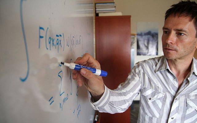 Edward Frenkel teaching at the University of California at Berkeley (photo credit: Anna Vignet, Daily Cal)