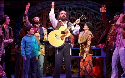 Eric Anderson, center, as Rabbi Shlomo Carlebach in 'Soul Doctor' (photo credit: Carol Rosegg)