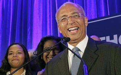 New York Democratic mayoral hopeful Bill Thompson speaks to his supporters after the polls closed, Tuesday, Sept. 10, 2013 in New York. (photo credit: AP Photo/Mark Lennihan)