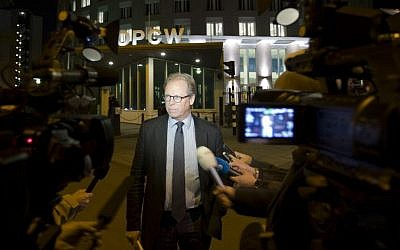 Spokesman Michael Luhan gives a brief statement outside the headquarters of the Organization for the Prohibition of Chemical Weapons, OPCW, in The Hague, Netherlands, Friday Sept. 27, 2013. (photo credit: AP Photo/Peter Dejong)