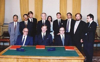 The signing ceremony in Oslo, August 20, 1993. Pundak is on the far right (photo credit: courtesy Ron Pundak)