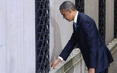 US President Barack Obama visits the Great Synagogue of Stockholm and places a stone in memory of Swedish diplomat Raoul Wallenberg, on Wednesday (photo credit: AP/Claudio Bresciani)