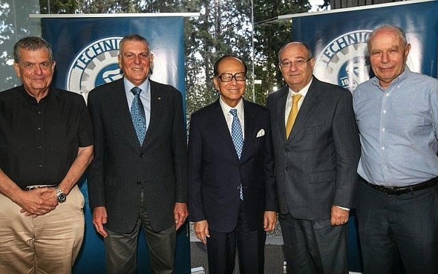 Li Ka Shing and Technion President Peretz Lavie pose with Israeli Nobel Prize winners after the signing of the memorandum to establish the Technion Guangdong Institute of Technology. L to R: Professor Aharon Chechanover, Professor Dan Shechtman,  Li Ka Shing, Peretz Lavie, Professor Aharon Hershko (Photo credit: Israel Sun/Technion Spokesperson)