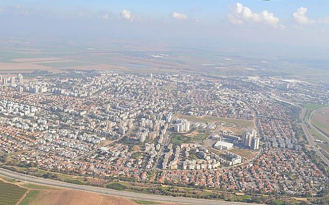 Kiryat Gat as seen from the air today. (photo credit: CC BY-SA Amos Meron, Wikimedia commons)
