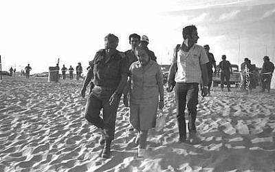 Prime minister Golda Meir touring the southern front with Maj. Gen. Ariel Sharon several days after the 1973 Yom Kippur War (Yehuda Tzion/ GPO)