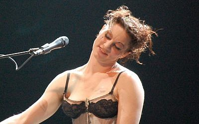 Amanda Palmer performs at the Music Box Theater, Hollywood, CA, December 16, 2008 (photo credit: Wikimedia Commons CC BY 2.0 Mykal Burns)