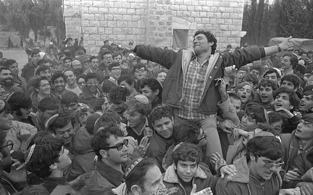 Hanan Porat is carried by supporters in Sebastia, 1975. (Moshe Milner, Government Press Office)