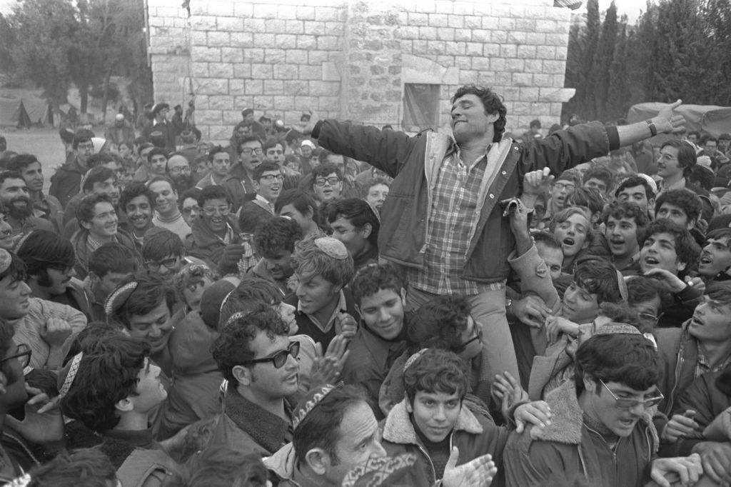 Hanan Porat in Sebastia, 1975 (photo credit: Moshe Milner, Government Press Office)