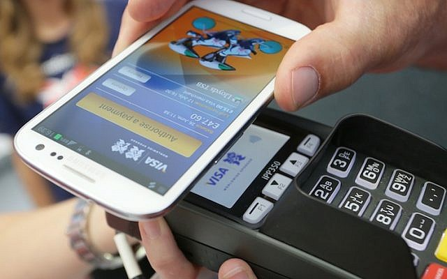 Visa's NFC PayWave system in action (Photo credit: Courtesy)