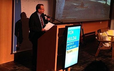 Tel Aviv Mayor Ron Huldai speaks at the Tel Aviv World Cities Summit (Photo credit: Courtesy)