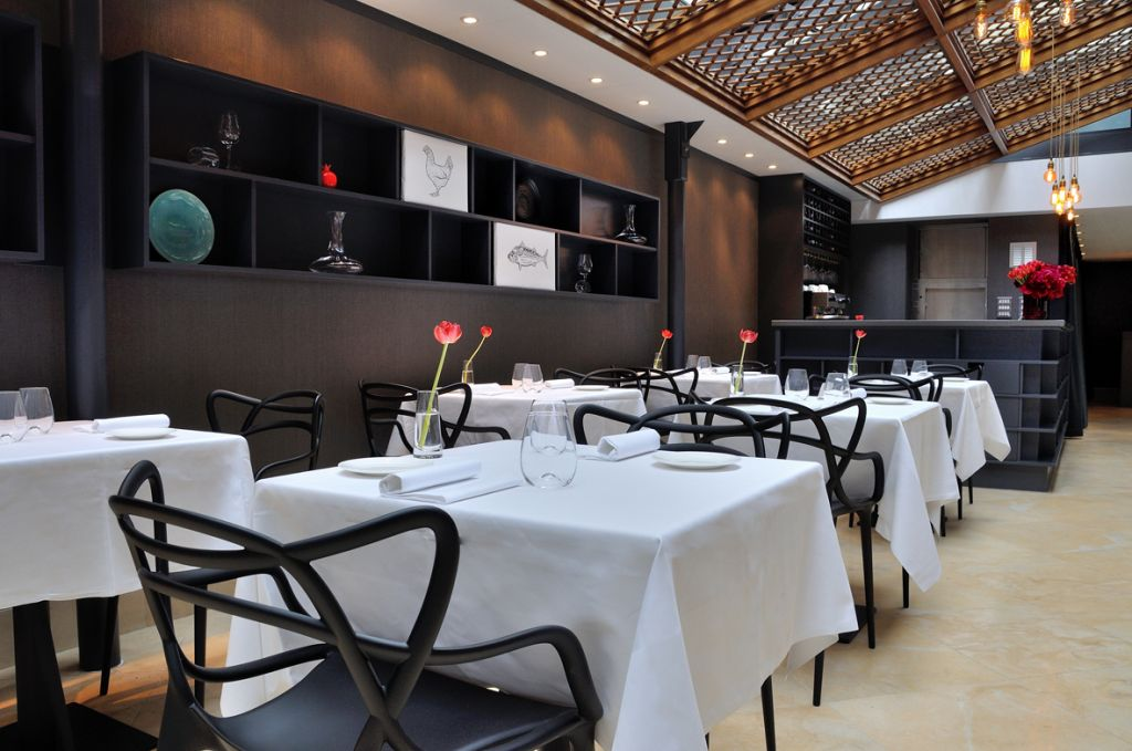 Interior Of New Upscale London Kosher Eatery 1701 Photo Credit Courtesy