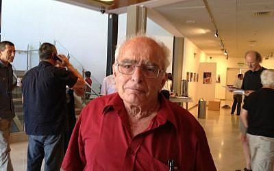 Former Palmach combatant Amnon Neumann (photo credit: Elhanan Miller/Times of Israel)