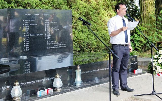 Eran Guron from Bezeq speaks at a ceremony recognizing Jews who were buried with Christians. (photo credit: courtesy)