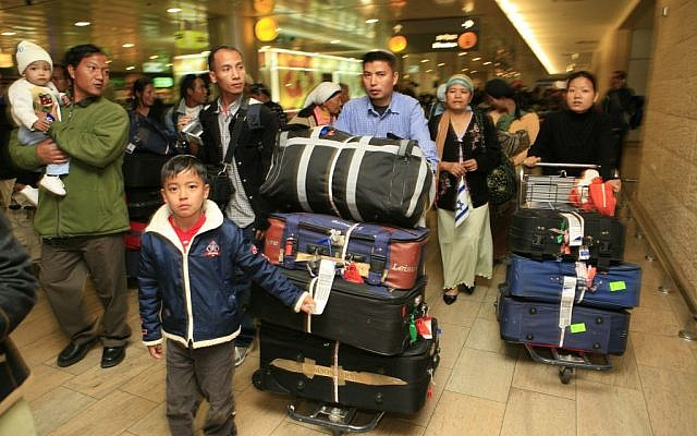 Jewish immigrants from India, members of the Bnei Menashe community. arrive at Ben Gurion airport (Nati Shohat/Flash90)