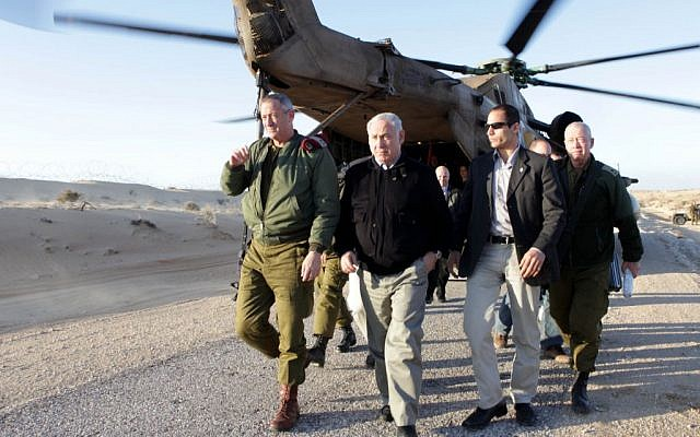 Prime Minister Benjamin Netanyahu gets off an IAF helicopter (File Photo Credit: Ariel Jerozolimski / POOL / FLASH90)