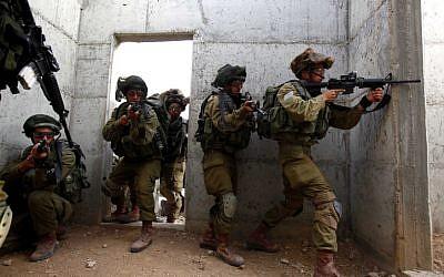Illustrative photo of IDF troops simulating fighting. (photo credit: Edi Israel/Flash90)