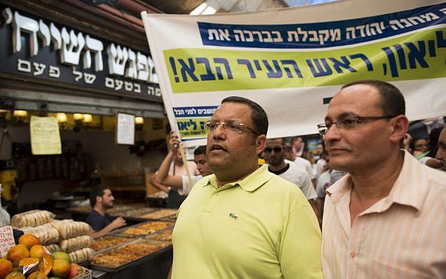 Moshe Lion visits the Mahane Yehuda market in central Jerusalem, on August 5, 2013. (photo credit: Yonatan Sindel/Flash90)