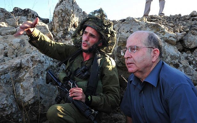 Defense Minister Moshe Ya'alon (R) with soldiers during his visit to a training exercise of the Paratroopers Brigade in the Golan Heights, on October 2, 2013. (photo credit: Ariel Hermoni/Ministry of Defense)