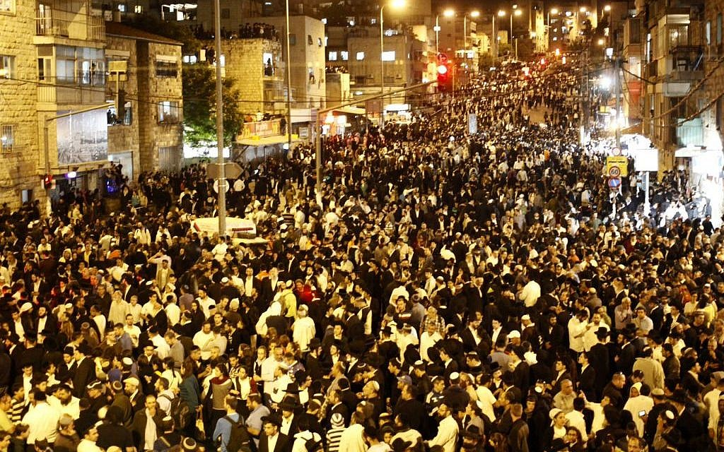 Hundreds of thousands of mourners attend the Jerusalem funeral procession of Shas spiritual leader Rabbi Ovadia Yosef, Monday, October 7, 2013 (photo credit: Flash90)