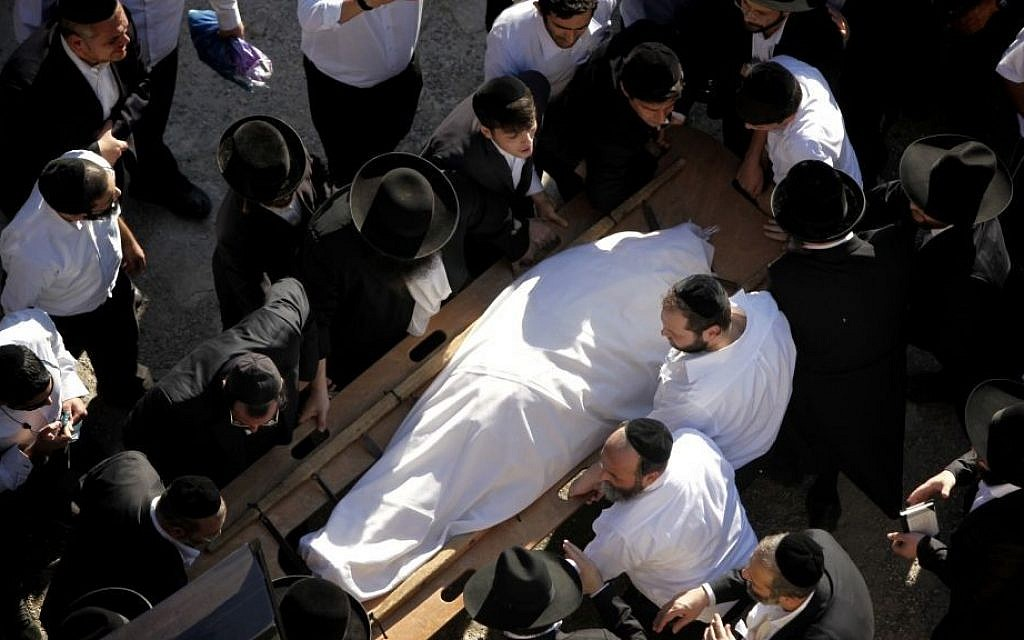 The body of Shas spiritual leader Rabbi Ovadia Yosef arrives at the Porat Yosef yeshiva in Jerusalem, from which hundreds of thousands of mourners will walk to the Sanhedria cemetery where Rabbi Ovadia Yosef will be buried later in the evening. Rabbi Yosef passed away earlier in Jerusalem, on October 7, 2013 at the age of 93. (photo credit: Yonatan Sindel/Flash90)