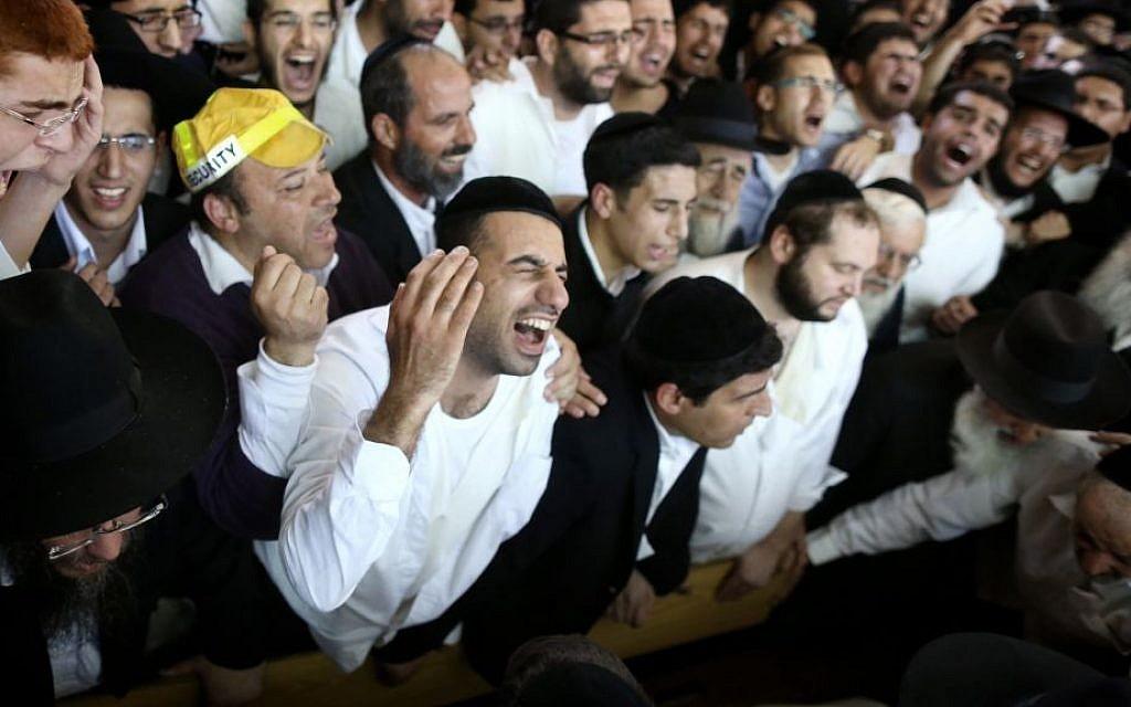 Mourners at the Porat Yosef yeshiva in Jerusalem, during the funeral of Rabbi Ovadia Yosef, in Jerusalem on October 07, 2013. (photo credit: Yonatan Sindel/Flash90)