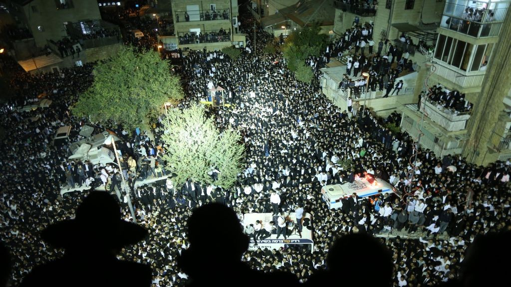 Officials estimate that more than 600,000 people attended Rabbi Ovadia Yosef's funeral in Jerusalem, on October 7, 2013 (photo credit: Yonatan Sindel/Flash90)