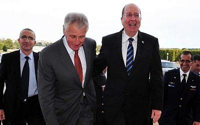US Defense Secretary Chuck Hagel (left) meets with Israel's Defense Minister Moshe Yaalon at the Pentagon in Washington DC, on October 8, 2013. (Photo credit: Ariel Hermoni/Ministry of Defense/FLASH90)