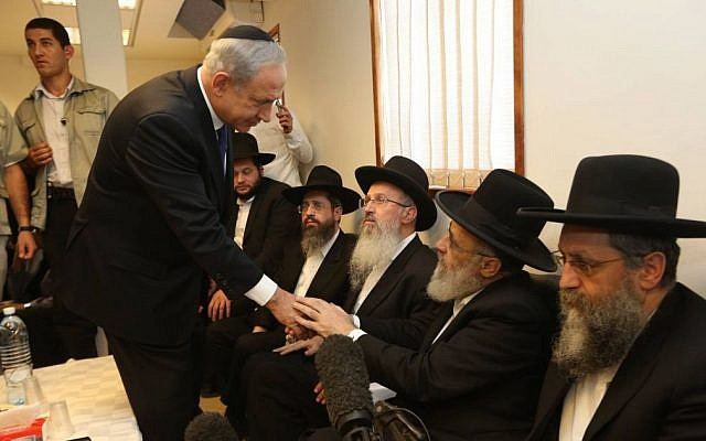 Prime Minister Benjamin Netanyahu pays his respects to the family of Shas spiritual leader Rabbi Ovadia Yosef in Jerusalem, October 08, 2013 (photo credit: Gil Yohanan/Flash90)