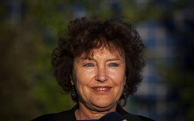 Newly appointed Bank of Israel Governor Karnit Flug gives a statement to the media outside the Bank of Israel building in Jerusalem October 20, 2013. Photo credit: Yonatan Sindel/Flash90)