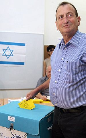 Ron Huldai casts his vote in municipal elections, in Tel Aviv, Tuesday (photo credit: Gideon Markowicz/Flash90)