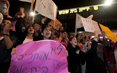Beit Shemesh residents holding signs as they protest in front of the municipality building in the city of Beit Shemesh on October 23, 2013. (photo credit: Flash90)