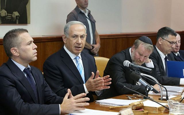 Prime Minister Benjamin Netanyahu leads the weekly Cabinet meeting in Jerusalem, Sunday, October 27, 2013 (photo credit: Marc Israel Sellem/pool/Flash90)
