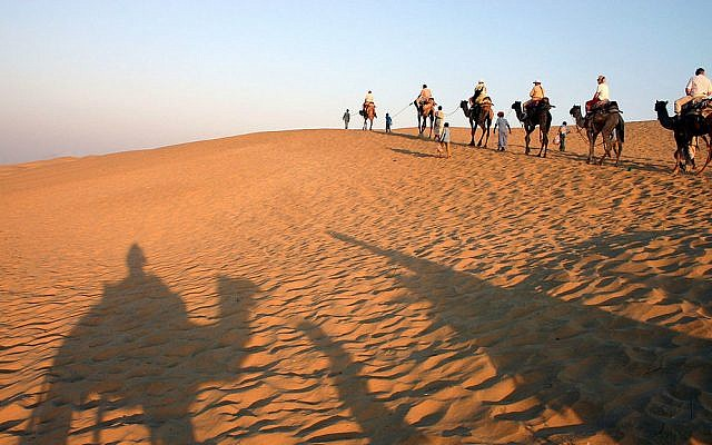 Tourists travelling in the Rajasthani desert (photo credit: CC BY Wikipedia/Flicka)