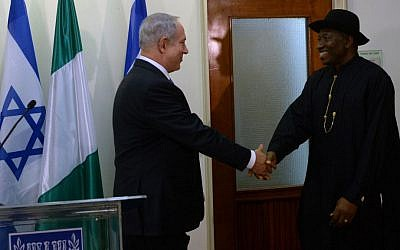 Prime Minister Benjamin Netanyahu, left, meets with Nigerian President Goodluck Jonathan at the Prime Minister's Office in Jerusalem, October 2013 (photo credit: Kobi Gideon/GPO/Flash90)