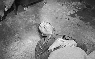 Himmler's corpse in Allied custody after his suicide by poison, 1945 (photo credit: Sutton L (Sgt): No 5 Army Film & Photographic Unit / Wikipedia Commons)