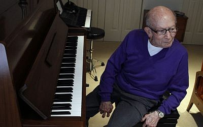 Dr. George Horner, a 90-year-old Holocaust survivor and pianist, will join Yo-Yo Ma on stage at Boston's Symphony Hall on Tuesday Oct. 22, 2013. (photo credit: AP Photo/Jacqueline Larma)