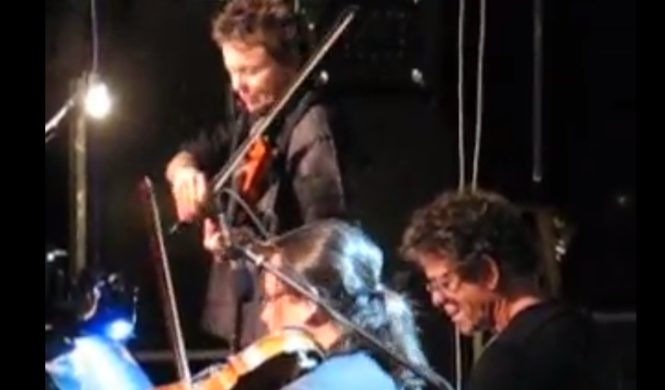 Lou Reed (right) on stage with wife Laurie Anderson (standing) in Tel Aviv in November 2008 (photo credit: YouTube screenshot)