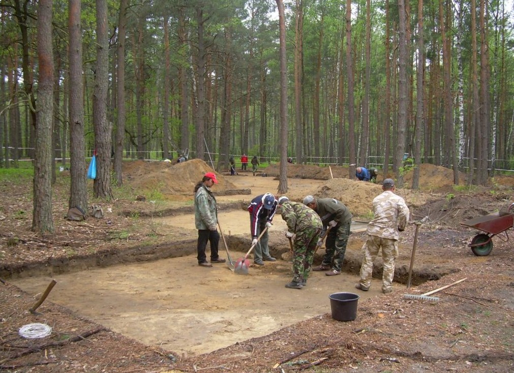 Israeli and Polish researchers excavate at the former death camp Sobibor, in eastern Poland (photo courtesy: Yad Vashem)