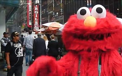 Anti-Semitic Elmo in Times Square, New York (screen capture: YouTube)