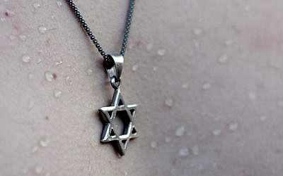 Star of David necklace (image via Shutterstock)