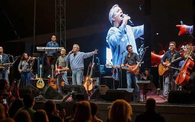 Shlomo Artzi at the inaugural concert (photo by Udi Ibn Haim)