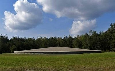 Memorial at mound of victims' ashes, Sobibor (photo: public domain)