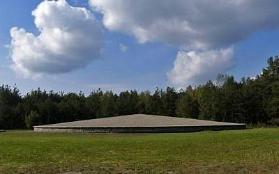 Memorial at mound of victims' ashes, Sobibor (photo: public domain)