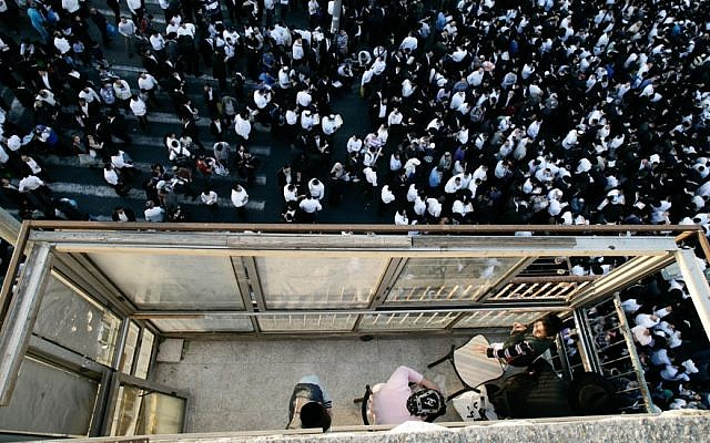 Thousands attend a memorial service for Shas party spiritual leader Rabbi Ovadia Yosef, Sunday, October 13, 2013 (photo credit: Flash90)
