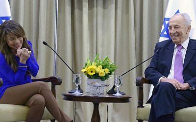 Paula Abdul and President Shimon Peres (photo credit: Mark Neiman/GPO)