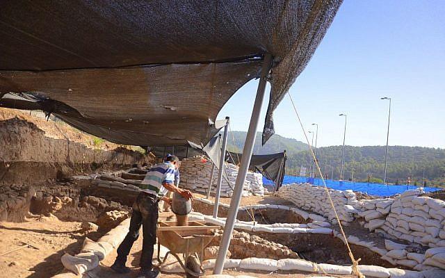 Excavation at Eshtaol along Route 38. (photo credit: Yoli Shwarz, courtesy Israel Antiquities Authority)