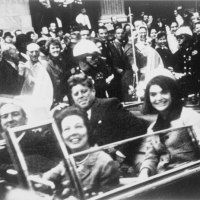 Jackie Kennedy (back seat - R) sitting beside President John F. Kennedy in the presidential limousine moments before his assassination. Victor Hugo King / Wikipedia Commons