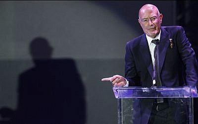 Producer Arnon Milchan accepts the Legacy of Citizens Lifetime Achievement award at the 'From Vision to Reality' event celebrating the 60th Anniversary of the state of Israel in Los Angeles on Thursday, Sept. 18, 2008. (photo credit: AP Photo/Matt Sayles)
