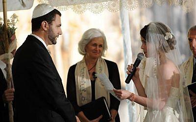 Rabbi Elaine Zecher (center) officiates during a wedding at Boston's Temple Israel (photo credit: courtesy)